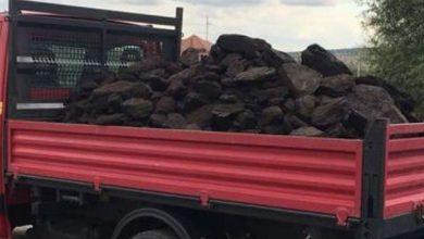Photo of 4 tone de cărbune fără acte, confiscat de poliţiştii gorjeni de la un tânăr de 23 ani care s-a ales şi cu o amendă de 500 lei