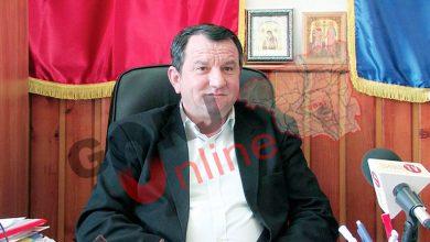 Photo of Firma AMANTEI unei beizadele de baron PSD reabilitează iluminatul public la Țicleni! Societatea unui INTERLOP din Slatina îi montează bannerele electorale primarului Radu!