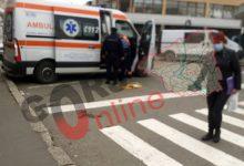Photo of O femeie căzută în stradă, cu ochiul vânat, a ținut pe loc o ambulanță