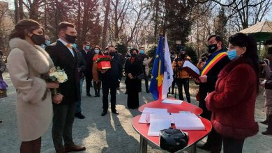 Photo of Un cuplu din Târgu Jiu au spus DA de Valentine's Day la Poarta Sărutului